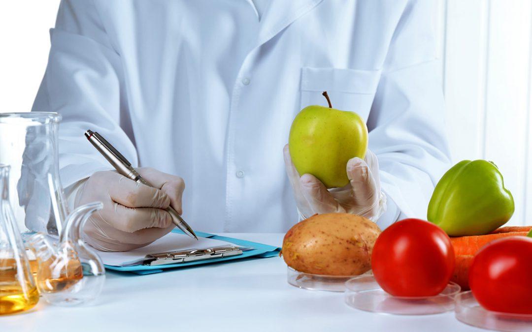 Microbiologia de alimentos: o que ela é e como ajuda a evitar a contaminação de alimentos